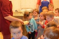 Maluszki zwiedzają przedszkole